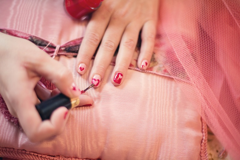 painting nails free gift for customers